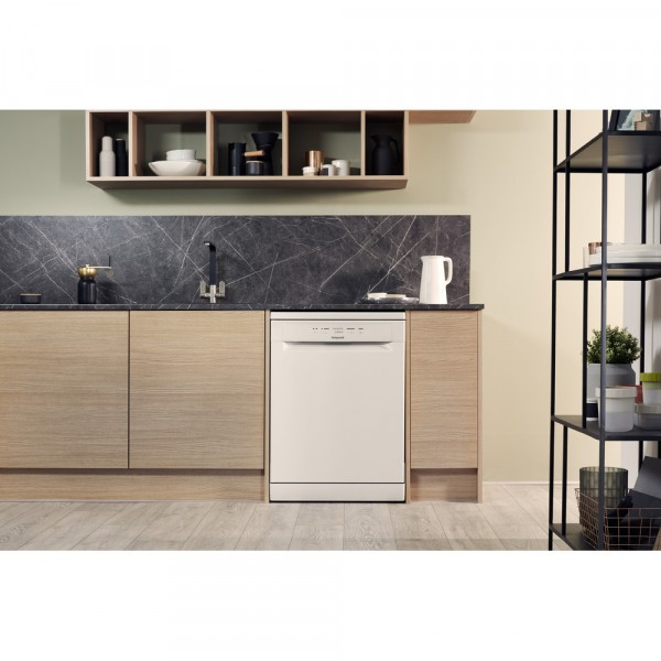 HOTPOINT HFC 2B19 UK Full-size Dishwasher - White