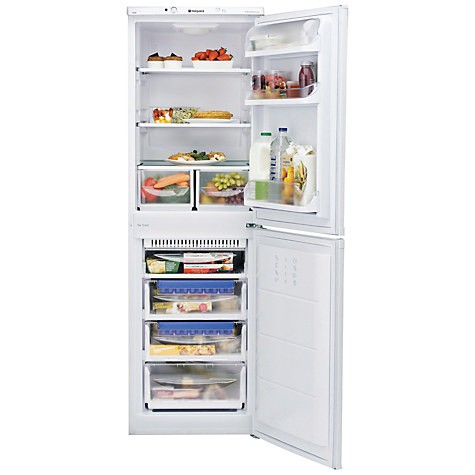 Hotpoint FFAA52P 55cm Frost free Fridge freezer in White