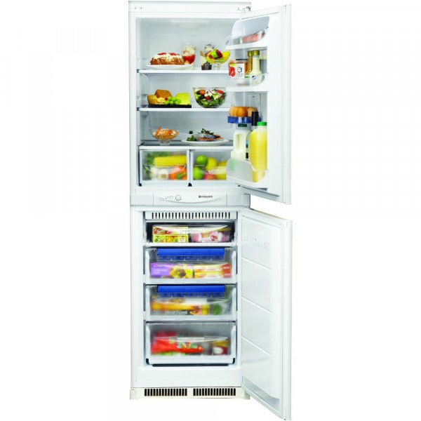 Hotpoint HM325FF2 Integrated 50/50 Fridge Freezer