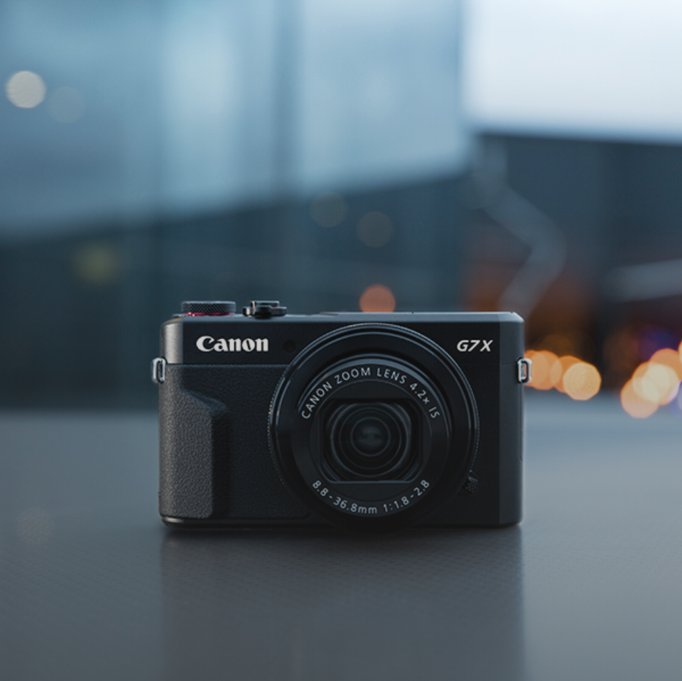canon-eos-m50-vlogger-lifestyle-image-2